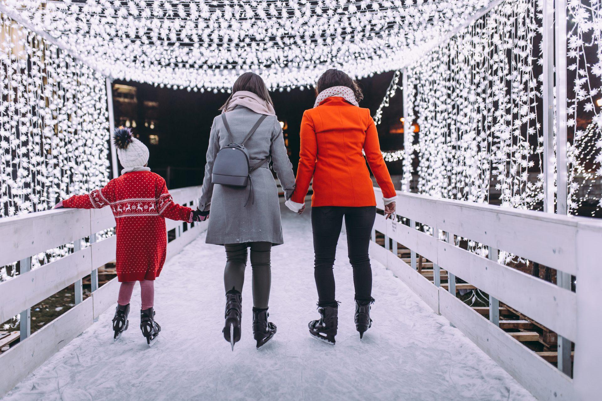 Must-Do_Winter_Break_Activities_ Christmas_Holidays_Bucket_List_holiday_lights